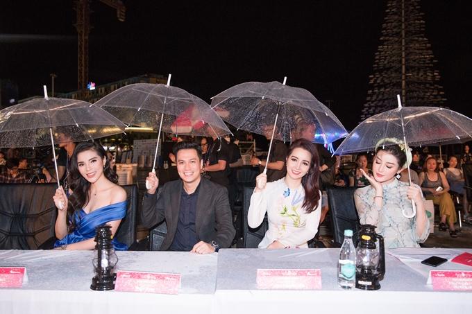 Ngoài Kỳ Duyên, diễn viên Việt Anh, Mai Thu Huyền và Á hậu Huyền My cũng đảm nhận vai trò ban bình luận. Họ sẽ theo sát các thí sinh trong ba đêm thi Người đẹp Thời trang trước khi lựa chọn Top 3 chung cuộc.