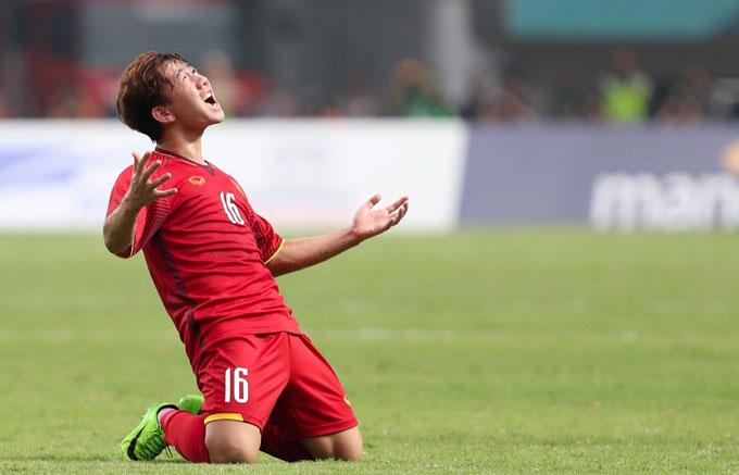 Minh Vương sút phạt tuyệt đẹp ghi bàn duy nhất cho Việt Nam. Ảnh: Đức Đồng.