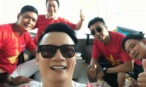 Hoàng Bách, Only C, Bình Minh sang Indonesia cổ vũ Olympic Việt Nam