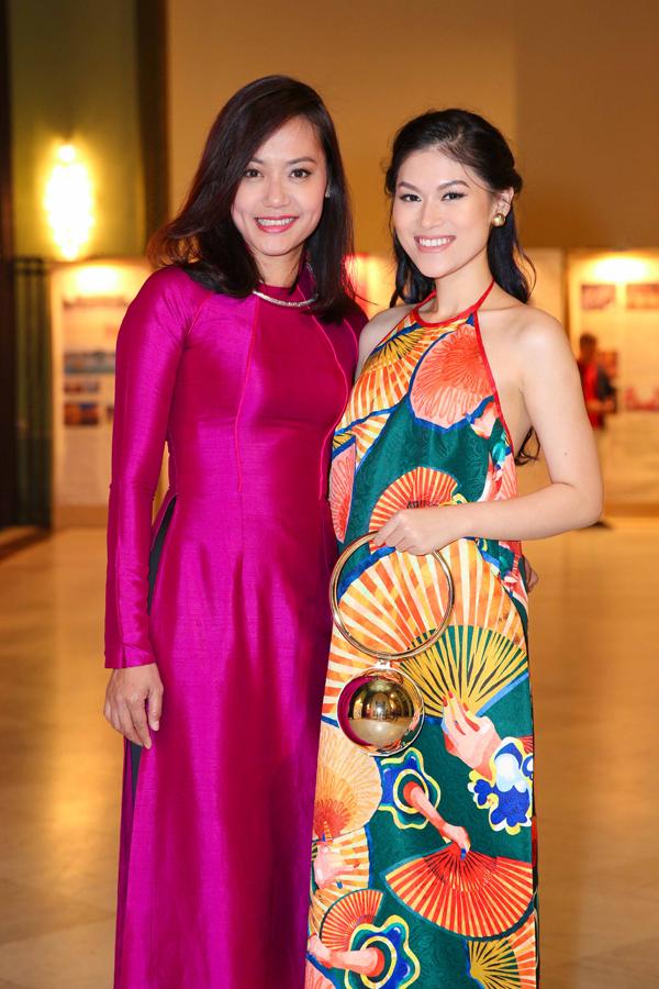 Đạo diễn Hồng Ánh và diễn viên Ngọc Thanh Tâm cũng tham dự Liên hoan phim.