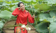 'Mẹ chồng' Lan Hương khoe làn da rạng ngời ở tuổi U60