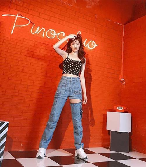 Ngọc Trinh gây chú ý với mốt quần jeans