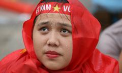 Người Sài Gòn cổ vũ đội Việt Nam dưới cơn mưa lớn