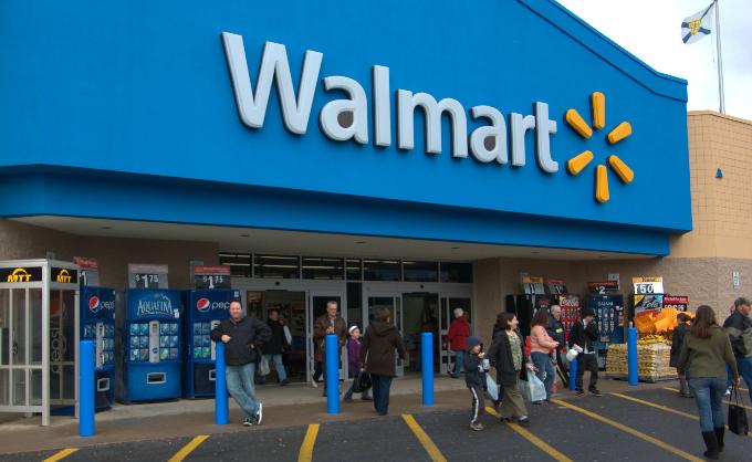 Siêu thị Walmart nổi tiếng bán giá rẻ mọi ngày và thu hút người mua thu nhập trung bình/thấp. Ảnh: Walmart.