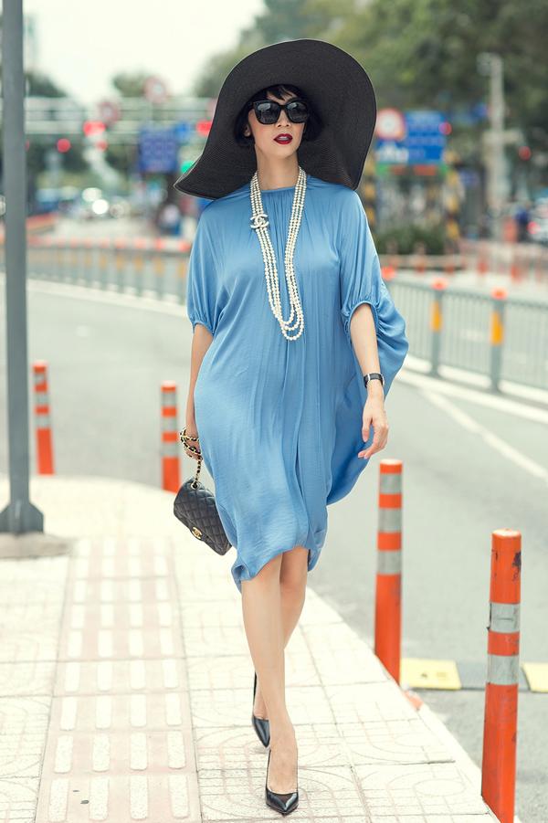 Cái nắng oi ả của Sài Gòn những ngày tháng 8 như được làm dịu đi bởi gam xanh tươi mát.