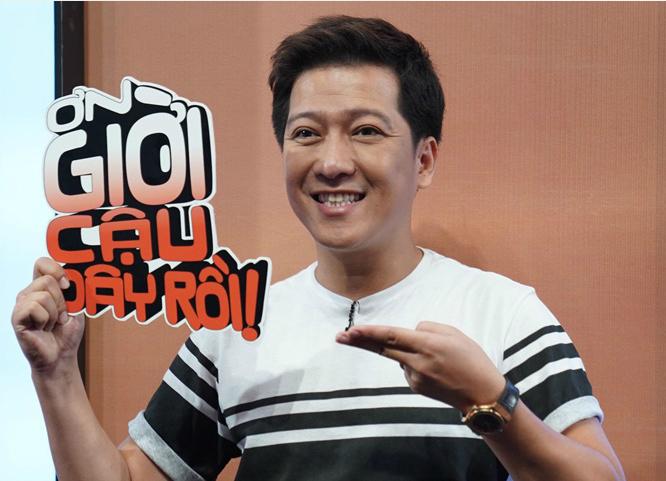 Chiều 29/8, Trường Giang có mặt trong buổi ghi hình chương trình Ơn giời, cậu đây rồi 2018. Nam diễn viên vừa trở lại Sài Gòn sau gần một tuần về Quảng Namtổ chức lễ đính hôn với bạn gái Nhã Phương.