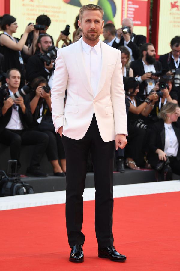 Tài tử Ryan Gosling ghi điểm bởi nét lịch lãm.