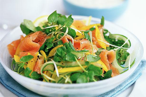 Salad ca hồi vừa bổ dưỡng vừa dễ ăn.