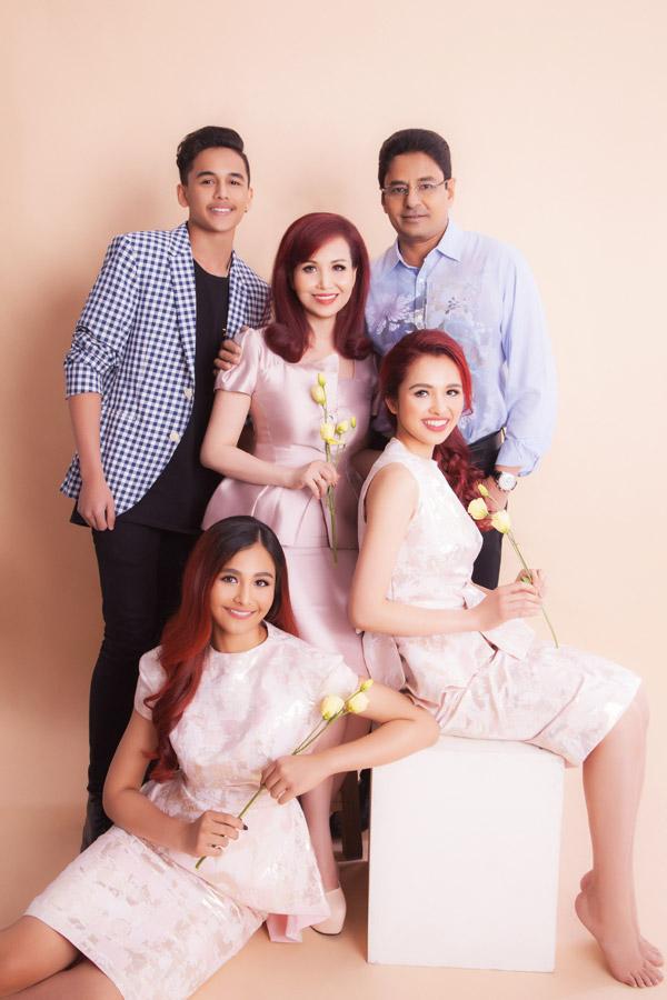Tổ ấm viên mãn của vợ chồng Diệu Hoa với 3 con.