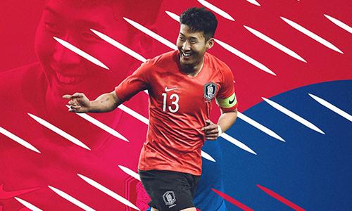 Tottenham chúc mừng Son Heung-min sau trận thắng Việt Nam