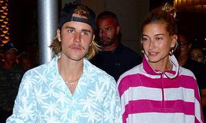 Justin Bieber râu lởm chởm đi lễ nhà thờ với vợ chưa cưới