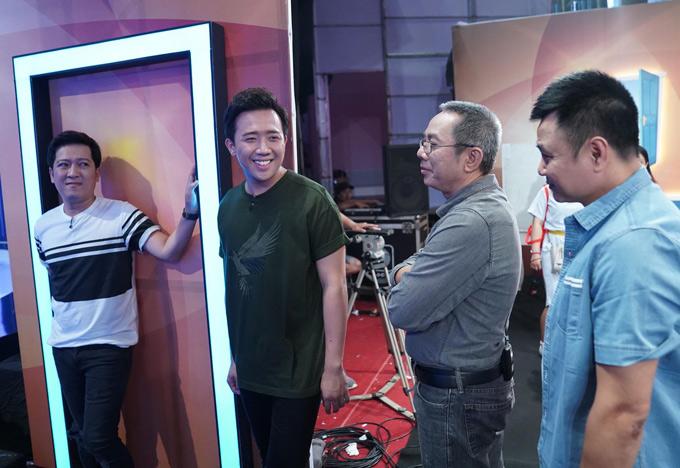 Nghệ sĩ Trấn Thành, Trung Dân và Tự Long cũng tiếp tục đồng hành cùng Trường Giang ở vị trí trưởng phòng, thử thách khả năng ứng biến của các khách mời tham gia chương trình.