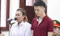 Bố và mẹ kế bật khóc xin lỗi vì đã bạo hành con trai