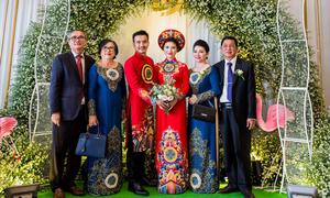 Đám cưới có mẹ cô dâu và mẹ chú rể rủ nhau mặc áo dài đôi