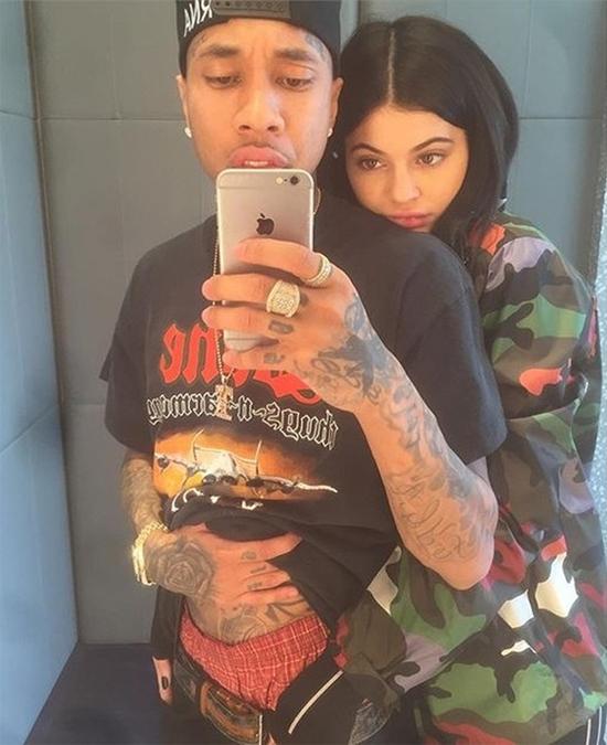 Kylie còn rất trẻ và chưa mấy nổi tiếng thời mới yêu Tyga.