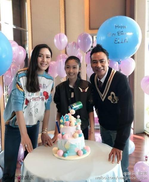 Vợ chồng Nhậm Đạt Hoa trong ngày sinh nhật con gái năm 2016.
