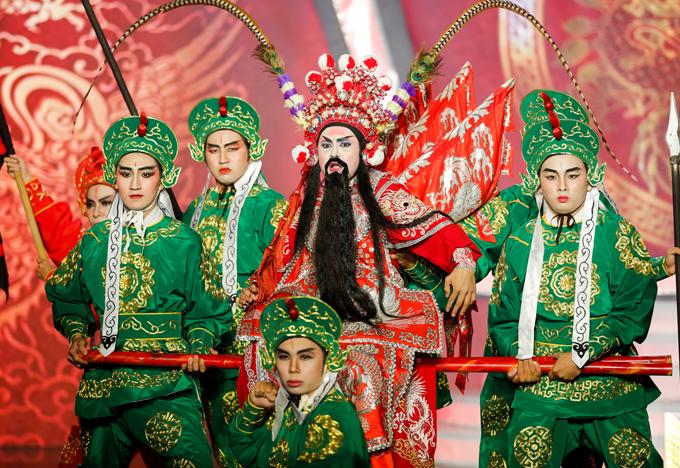 Diễn viên Hùng Thuận tái hiện vai diễn của nghệ sĩ Trường Sơn trong trích đoạn Cao Hoài Đức nhận hung tin.