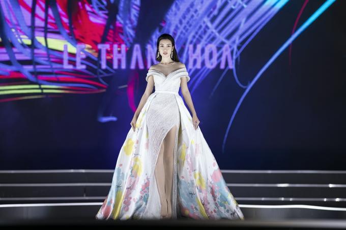Đỗ Mỹ Linh góp mặt trình diễn mẫu thiết kế mới nhất của Lê Thanh Hoà.