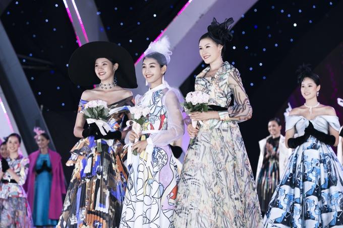 Trong chương trình, ban tổ chức cũng công bố 3 thí sinh xuất sắc nhất phần thi Tài năng, bao gồm từ trái qua: Đinh Phương Mỹ Duyên (hát), Lê Thanh Tú (múa), Dương Huyền Chân (diễn kịch).