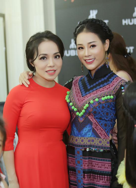 Vợ chồng NSƯT Việt Hoàn đưa hai con gái đi diễn - 3