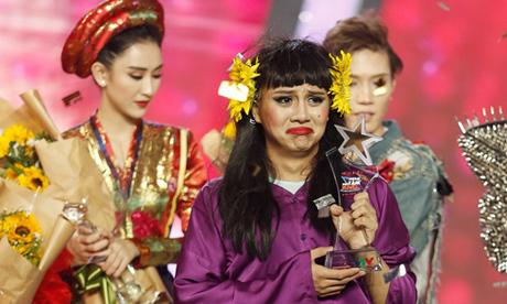 Duy Khánh khóc khi đoạt quán quân Gương mặt thân quen