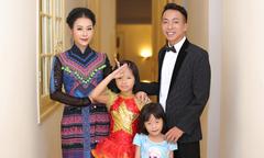 Vợ chồng NSƯT Việt Hoàn đưa hai con gái đi diễn