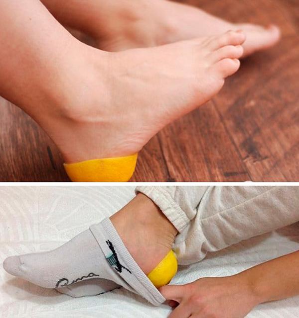 Để trị gót chân nứt nẻ, hãy cắt đôi quả chanh, vắt hết nước rồi úp phần vỏ vào hai bên gót chân, đi tất và để qua đêm. Sáng hôm sau, tháo tất và bỏ chanh đi, rửa chân lại bằng nước ấm.