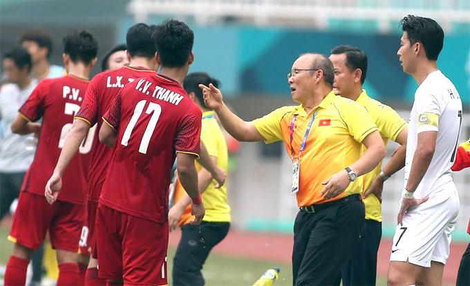 Ông Park lý giải hành động xoa đầu Son Heung-min khi bị nghe lỏm - 1