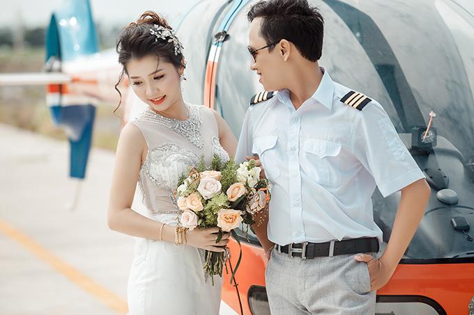 Với tính cách chủ động, người trao nụ hôn đầu trong mối tình này là cô dâu chứ không phải chú rể.