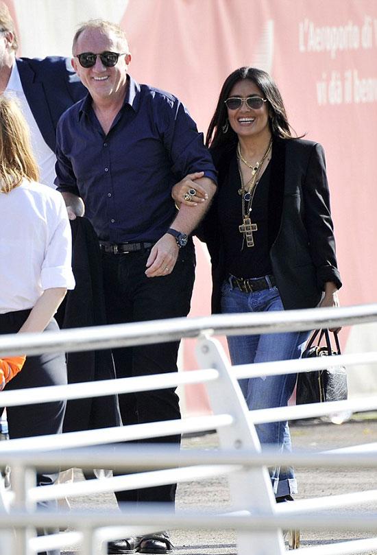 Salma Hayek và tỷ phú Pháp Francois-Henri Pinault tình tứ dạo chơi ở Venice, Italy trong ngày sinh nhật của Salma hôm 2/9.
