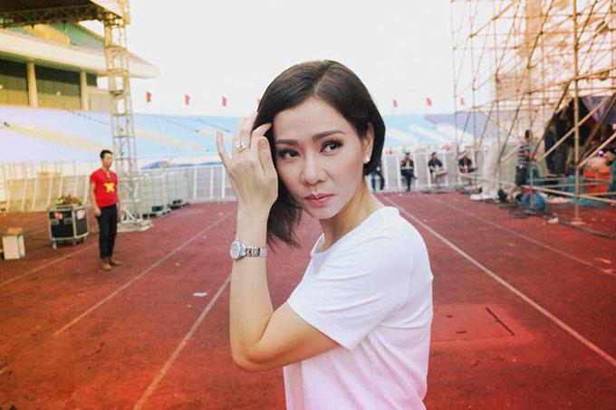 Thu Minh tự tin bản thân lúc nào cũng tràn đầy năng lượng: Khoảng khắc xinh đẹp được chộp lại phía sau sân khấu Tự hào Việt Nam. Cô ấy luôn tràn đầy năng lượng của tuổi 20.