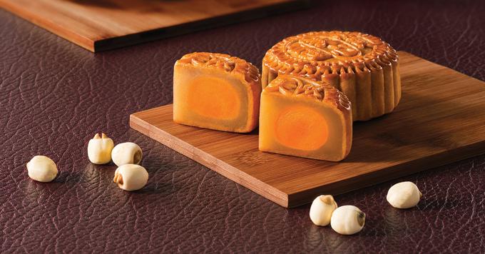 Nguyên liệu chế biến bánh đều được tuyển chọn kỹ lưỡng để mang những sản phẩm cao cấp nhất. Hiện bánh Hong Kong MX Mooncakes chỉ được bán chính thức tại:- TP HCM: Công ty TNHH MP Mỹ Diên tại TP HCM và Takashimaya (tầng B2), AEON, Emart, Auchan, Lotte Mart- Hà Nội: Công ty TNHH đầu tư Nguyên Huy và được bán tại: 57 Đường Thành, Cửa Đông, Hoàn Kiếm, 33 Thợ Nhuộm, Cửa Nam, Hoàn Kiếm; 271 giảng Võ, Đống Đa, Hà Nội, AEON, Lotte Mart.Đặt hàng trực tuyến tại đây.