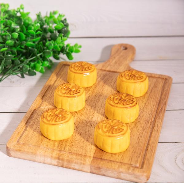 Mỗi chiếc bánh đều được chăm chút kỹ lưỡng từ hình thức, hương vị đến chất lượng thơm ngon.