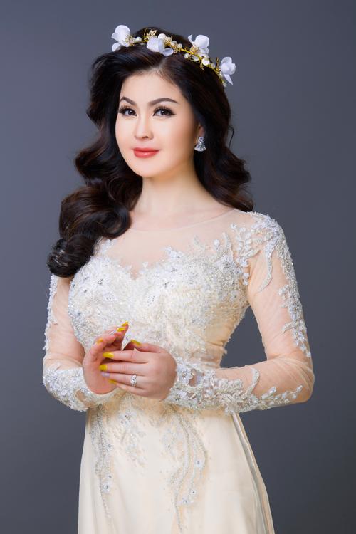 Bộ ảnh được thực hiện nhờ sự hỗ trợ củangười mẫu: Á hậu Yến Vy,nhiếp ảnh gia: Bảo Lê, làm tóc & trang điểm Quang Hiền, trang phục: Áo dài Minh Châu,