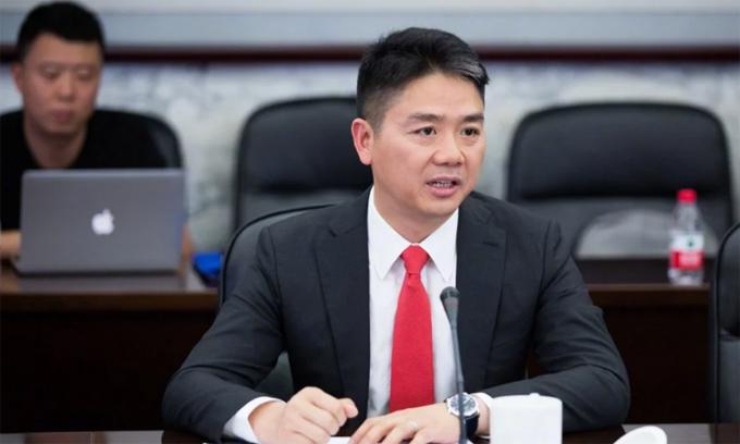 Lưu Cường Đông (45 tuổi) hiện làgiám đốc điều hành của JD.com, nhà bán lẻ trực tuyến lớn thứ hai của Trung Quốc. Ảnh: Weibo.