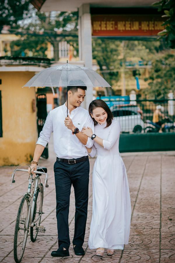 Trong dịp về Bắc Giang nghỉ lễ cùng gia đình, vợ chồng Bảo Thanh đã có dịp trở lại thăm ngôi trường cấp ba cũ, nơi họ có nhiều kỷ niệm thuở học trò và những rung động đầu đời. Nữ diễn viên kể rằng, vợ chồng cô học cùng trường và cách nhau hai khóa.