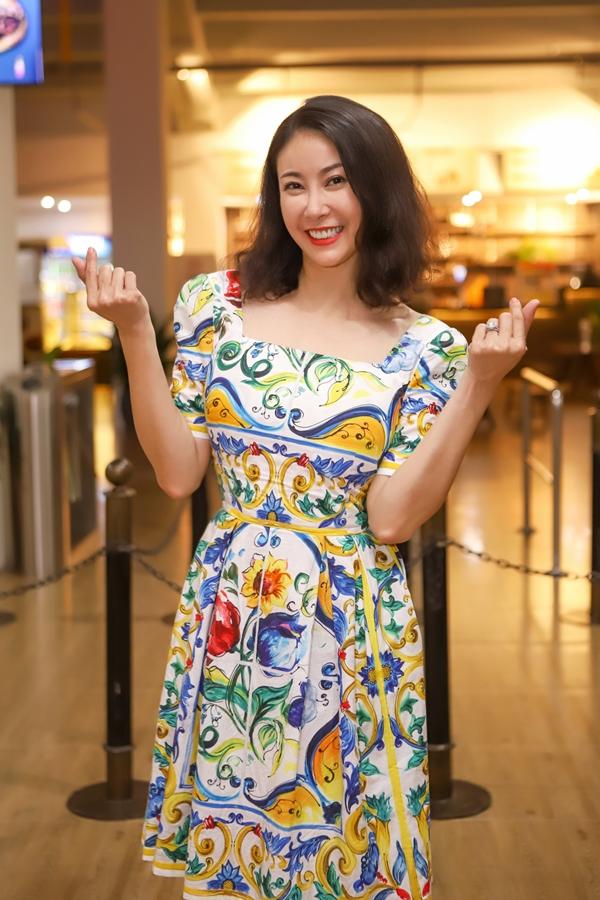 Nhân dịp Đà Nẵng chấm thi Hoa hậu Việt Nam 2018, Hà Kiều Anh dành thời gian khám phá phố cổ Hội An. Cô diện váy ngắn trẻ trung, khoe nhan sắc ở tuổi 42.