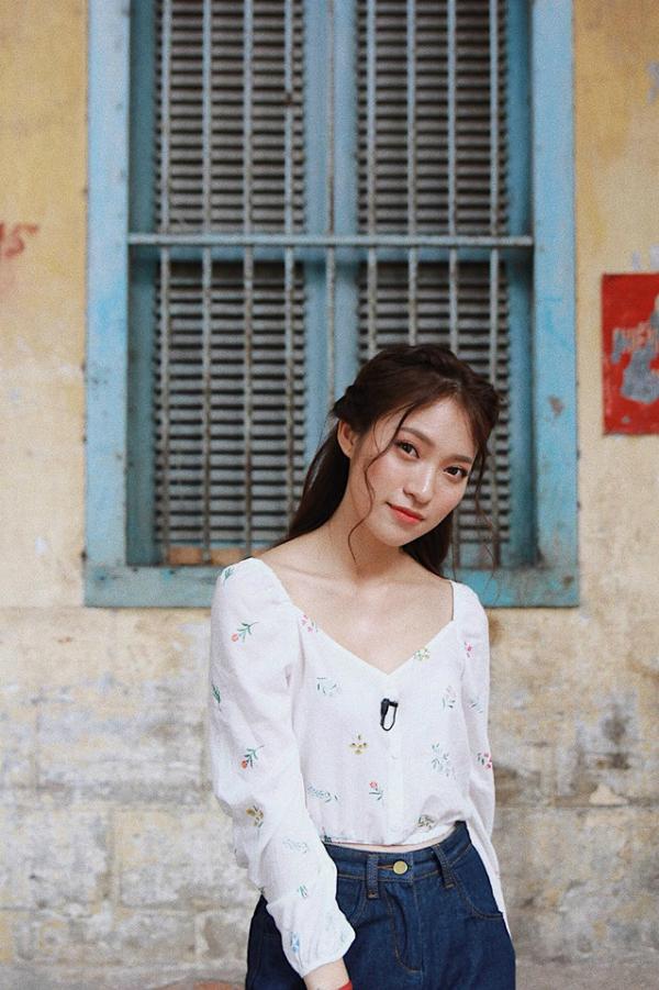 Khánh Vy không chỉ học giỏi, nói tiếng Anh tốt mà còn biết đàn và hát.