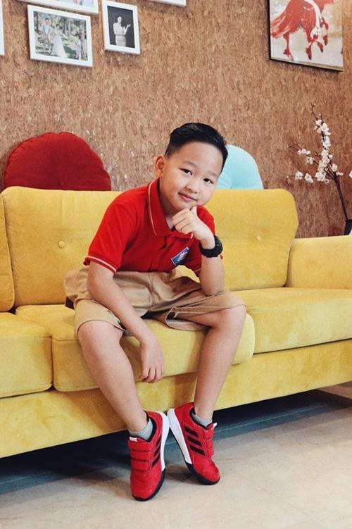 Con trai Bảo Thanh bảnh bao trong ngày khai giảng.