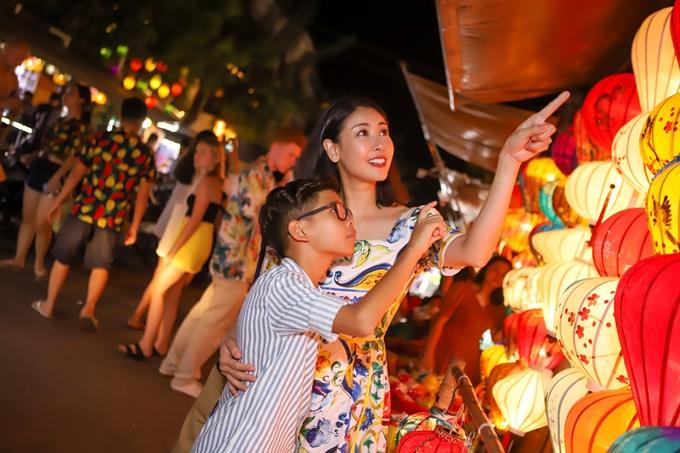 Hà Kiều Anh tâm sự tuy bận rộn công việc riêng, cô vẫn sắp xếp tối đa thời gian chăm sóc, dạy dỗ các con.