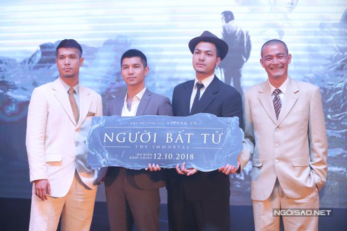 Từ trái qua: diễn viên Trương Thế Vinh, ca sĩ Cường Seven, diễn viên Vũ Tuấn Việt diễn xuất bên cạnh Quách Ngọc Ngoan trong phim mới.