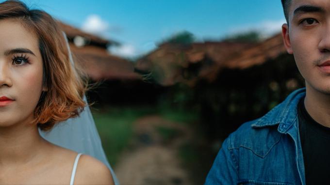 Chuyện tình yêu của cả hai dường như gắn liền với các ngày sinh nhật. Một lần nọ, khi uyên ương đang nắm tay nhau đi bộ dưới mưa, Thành đã tổ chức sinh nhật bất ngờ cho Kim Hoàngtrước sự chứng kiếncủa những người bạn thân.