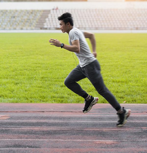 G-Shock đồng hành cùng anh chành trong lúc chạy bộ.