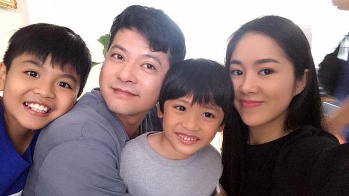 Hoàng Anh, Lê Phương và các diễn viên nhí tại hậu trường phim Gạo nếp gạo tẻ.