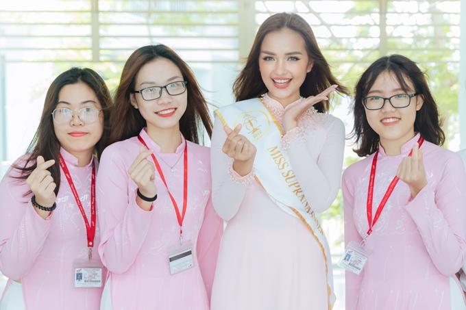 Cuối tháng 8 vừa qua, Ngọc Châu đoạt vương miện Hoa hậu Siêu Quốc gia Việt Nam 2018 - cuộc thi lần đầu tiên được tổ chức nhằm tìm kiếm đại diện Việt Nam dự thi Miss Supranational.