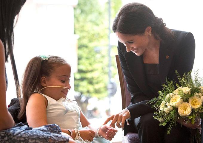 Matilda bị liệt từ ngực xuống và từng trải qua 40 ca phẫu thuật. Cô bé là một trong số những người được nhận giải WellChild Awards nhờ sự dũng cảm, kiên cường và quyết tâm.
