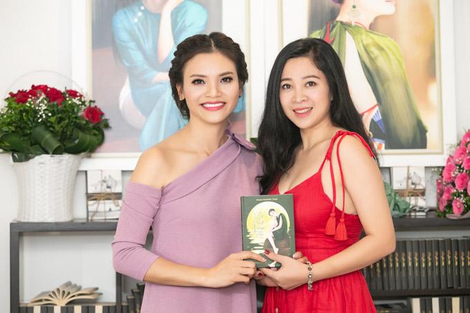 Thanh Hoa, bà xã ca sĩ Trọng Tấn một mình đến dự sự kiện mà không có chồng đồng hành.