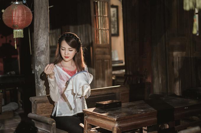 Á hậu Thụy Vân khoe giọng hát dân ca ngọt ngào cùng MC Hạnh Phúc