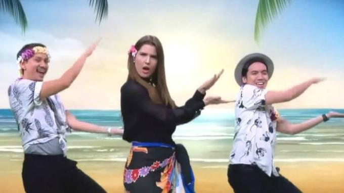 Cựu người mẫu Playboy, Amanda Cerny, xuất hiện trong Tonight Show với điệu nhảy viralBaby Shark. Ảnh:Tonight Show.