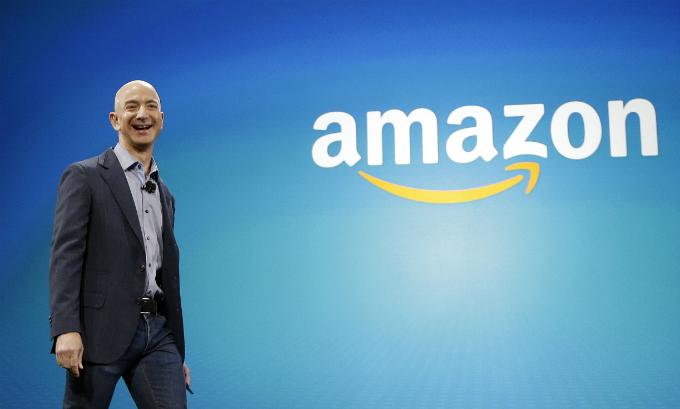 Nhà sáng lập Amazon là người giàu nhất hành tinh với tài sản 168 tỷ USD. Ảnh:Time.